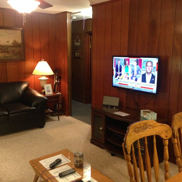 Living Room with Cable TV and WiFi Internet Access